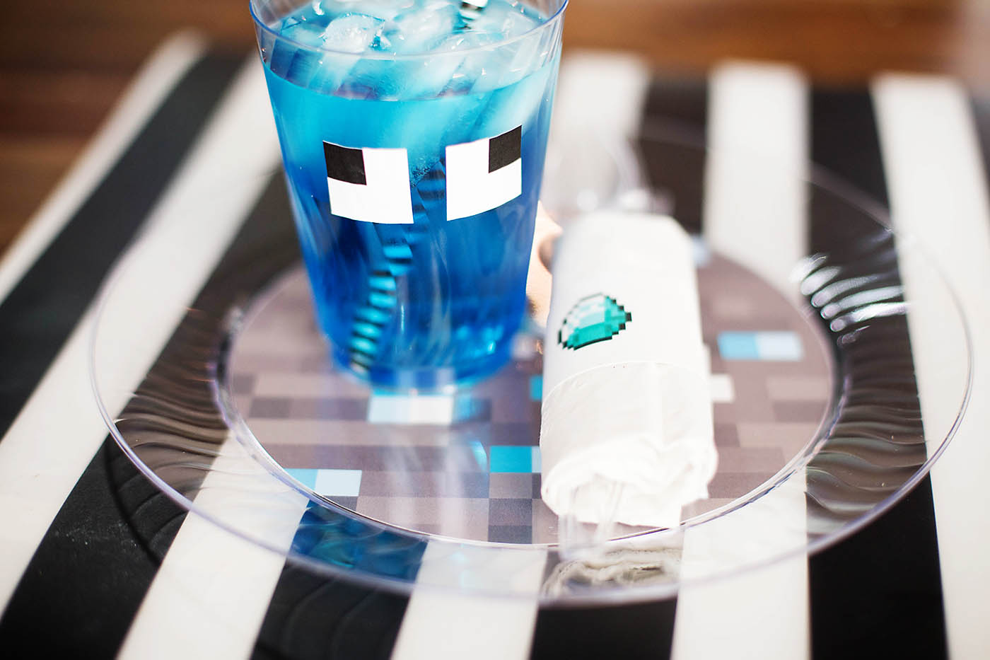 Pixelated printable party supplies - Diamond Minecraft theme