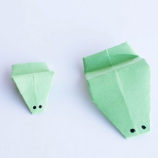 Easy origami - frog that really jumps!