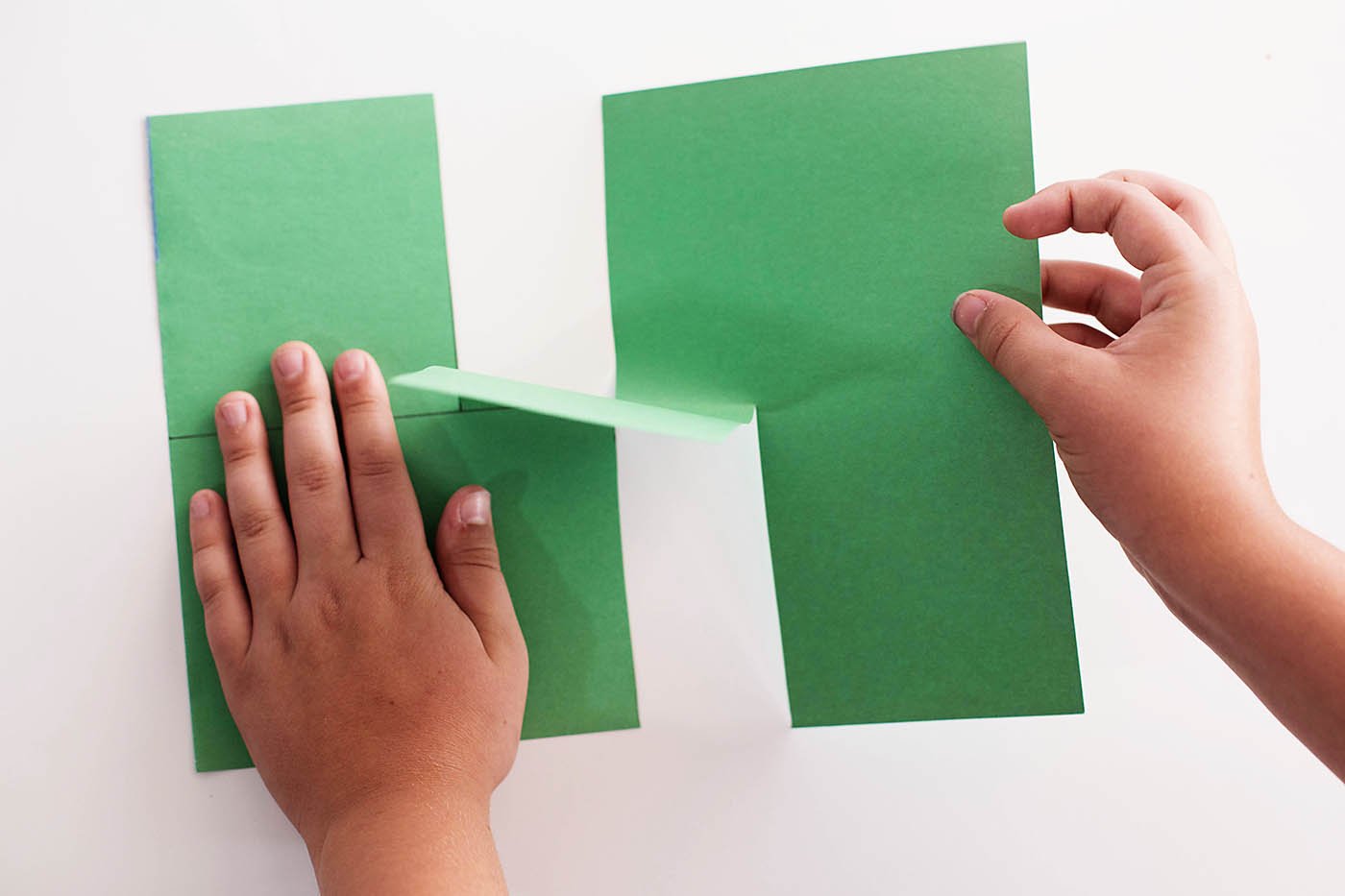 "Easy paper illusion, fun ""trick"" for the kids to impress their friends!"