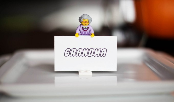 Easy LEGO Place Card Holders