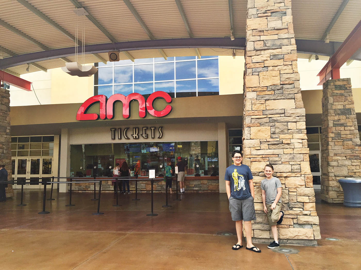 Movie Showtimes and Movie Tickets for AMC Loews Chicago Ridge 6 located at Chicago Ridge Mall, Chicago Ridge, IL.