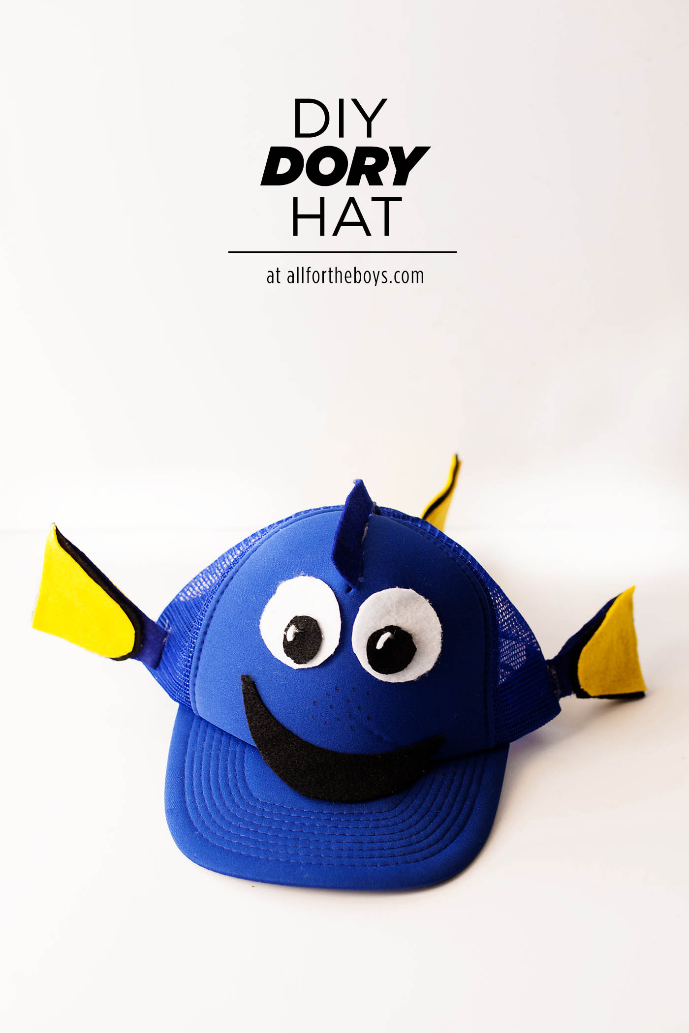 DIY Finding Dory hat perfect for an easy costume, trip to Disneyland or Walt Disney World, for cosplay or just because you love Dory!