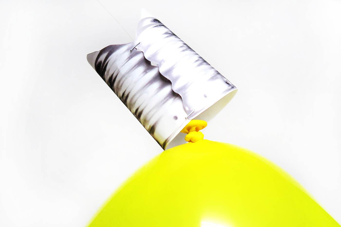 DIY Lightbulb Balloons for fun back to school photos!