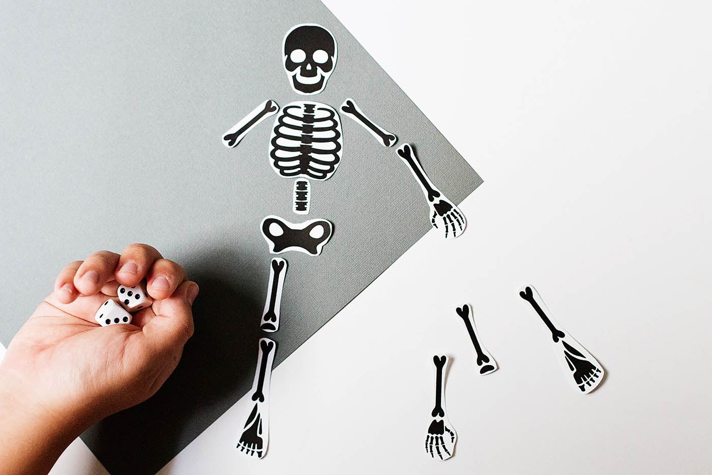 Free printable skeleton game - great for a halloween party or just for fun!