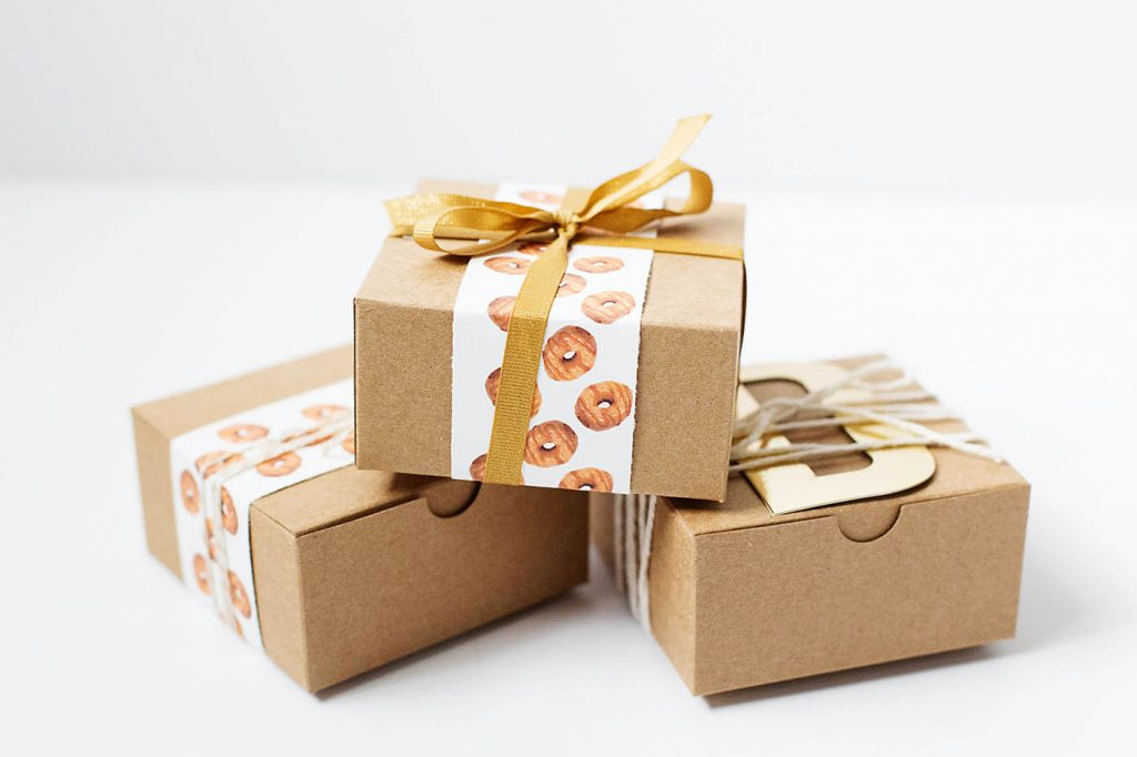 Free printable donut wrapping - perfect for a fun teacher or friend gift!