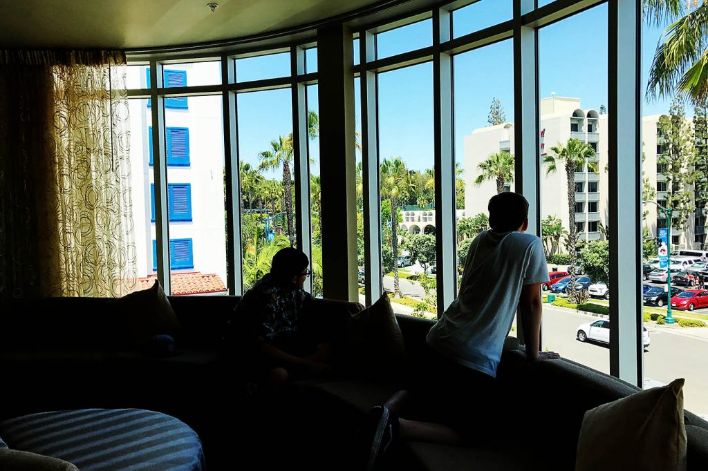 Review of Holiday Inn Express & Suites in Anaheim Resort Area Near Disneyland