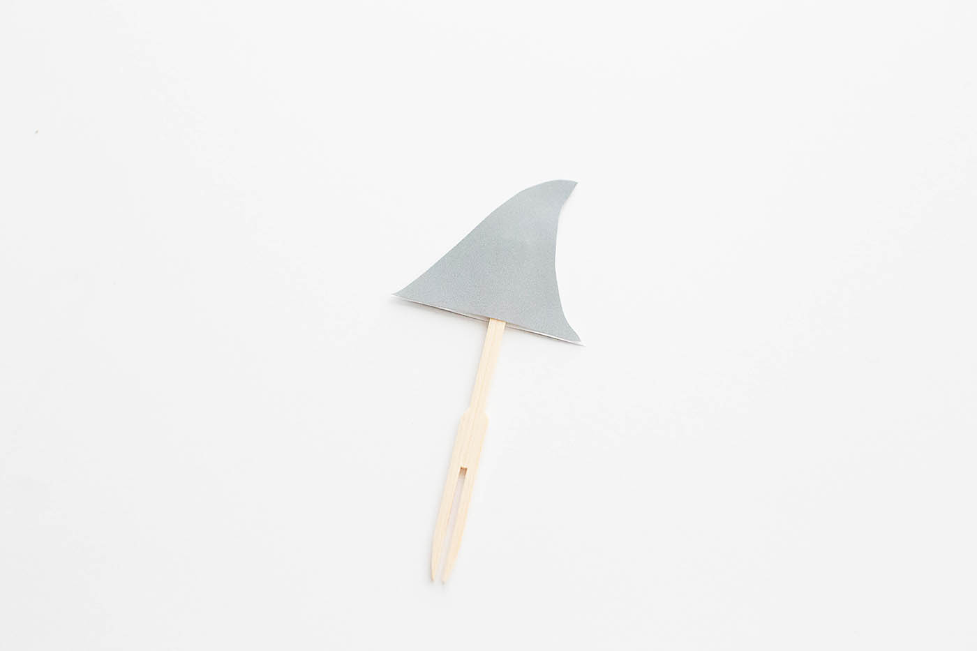 Free printable shark fin pick perfect for your shark lover and to celebrate Shark Week!