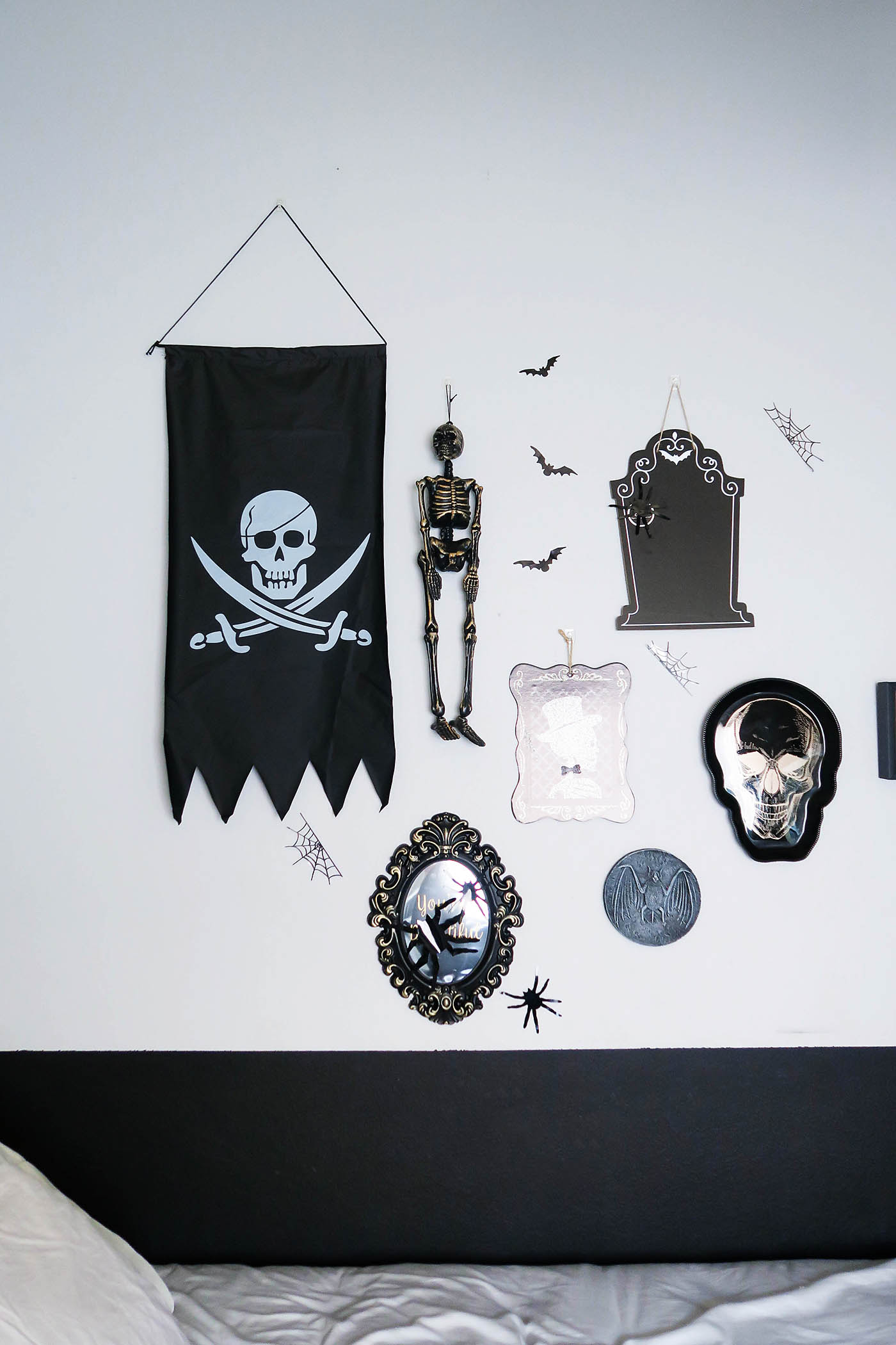 10 inexpensive ways to decorate a teen's room for Halloween