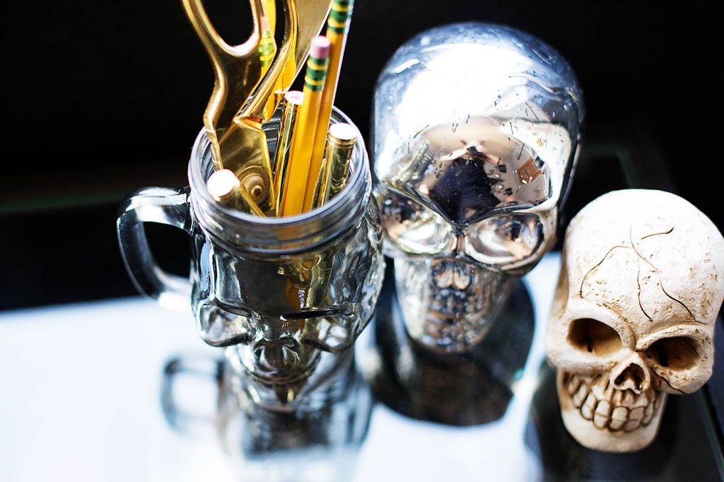 5 Inexpensive Ways to Decorate a Teen's Room for Halloween