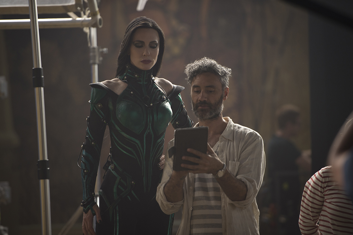 Thor: Ragnarok..Director Taika Waititi on set with Cate Blanchett (Hela)..Photo: Jasin Boland..©Marvel Studios 2017