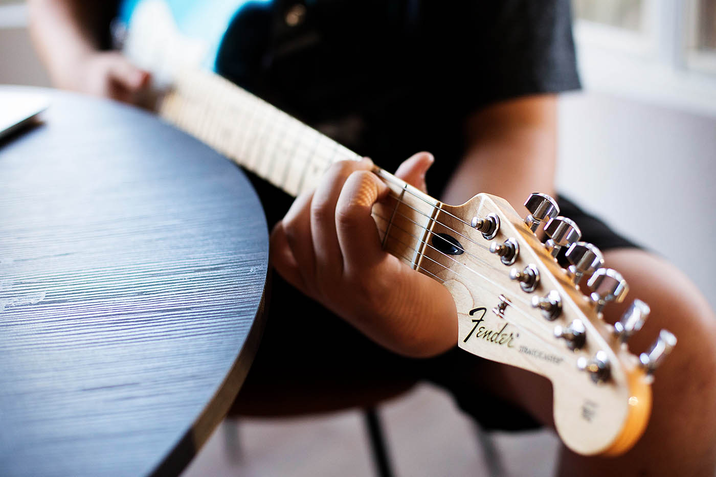 Gift of experience ideas - online guitar lessons with Fender Play AND a guitar giveaway!