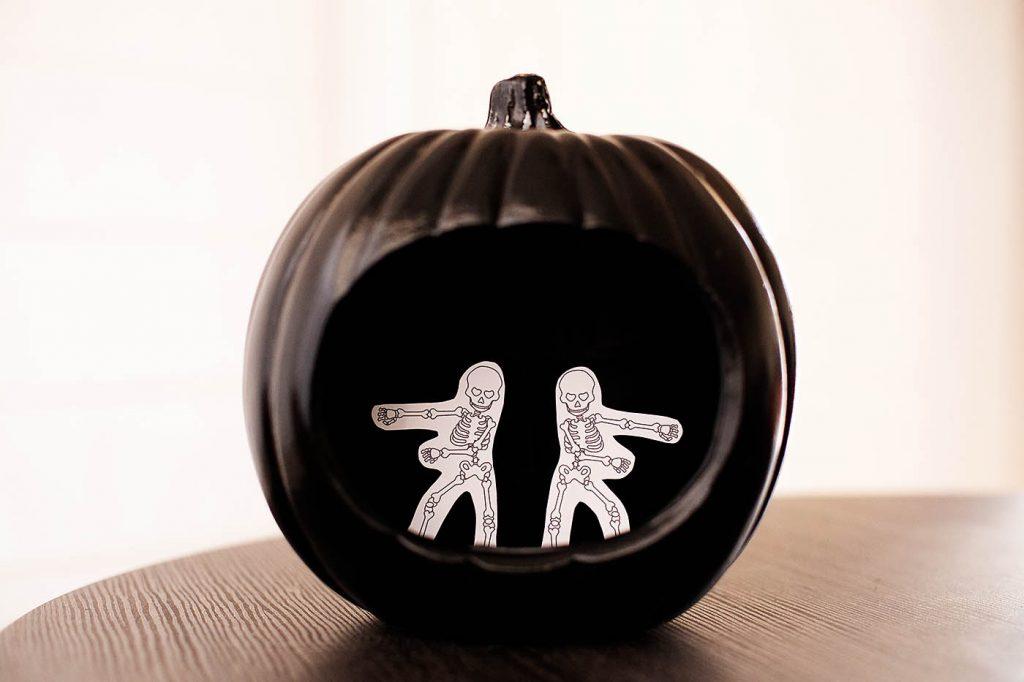 DIY no-carve flossing skeleton pumpkin #halloween #nocarvepumpkin #pumpkin